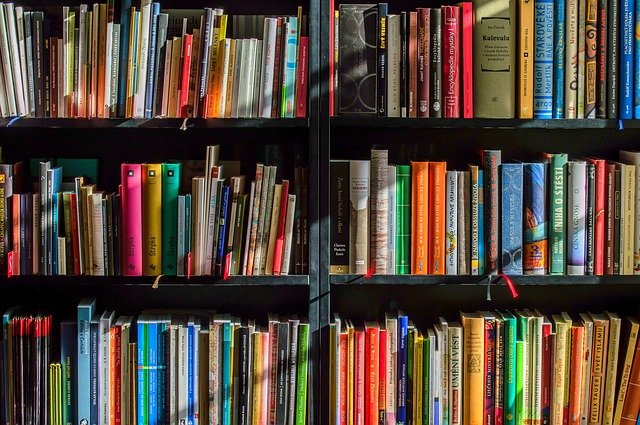 A book shelf filled with books